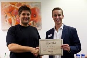 Überreichung des Blitzhypnose Zertifikat durch Alexander Seel